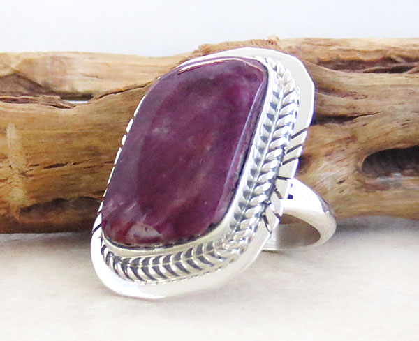 Image 3 of      Spiny Oyster & Sterling Silver Ring Size 7 Native American Jewelry - 1648sn