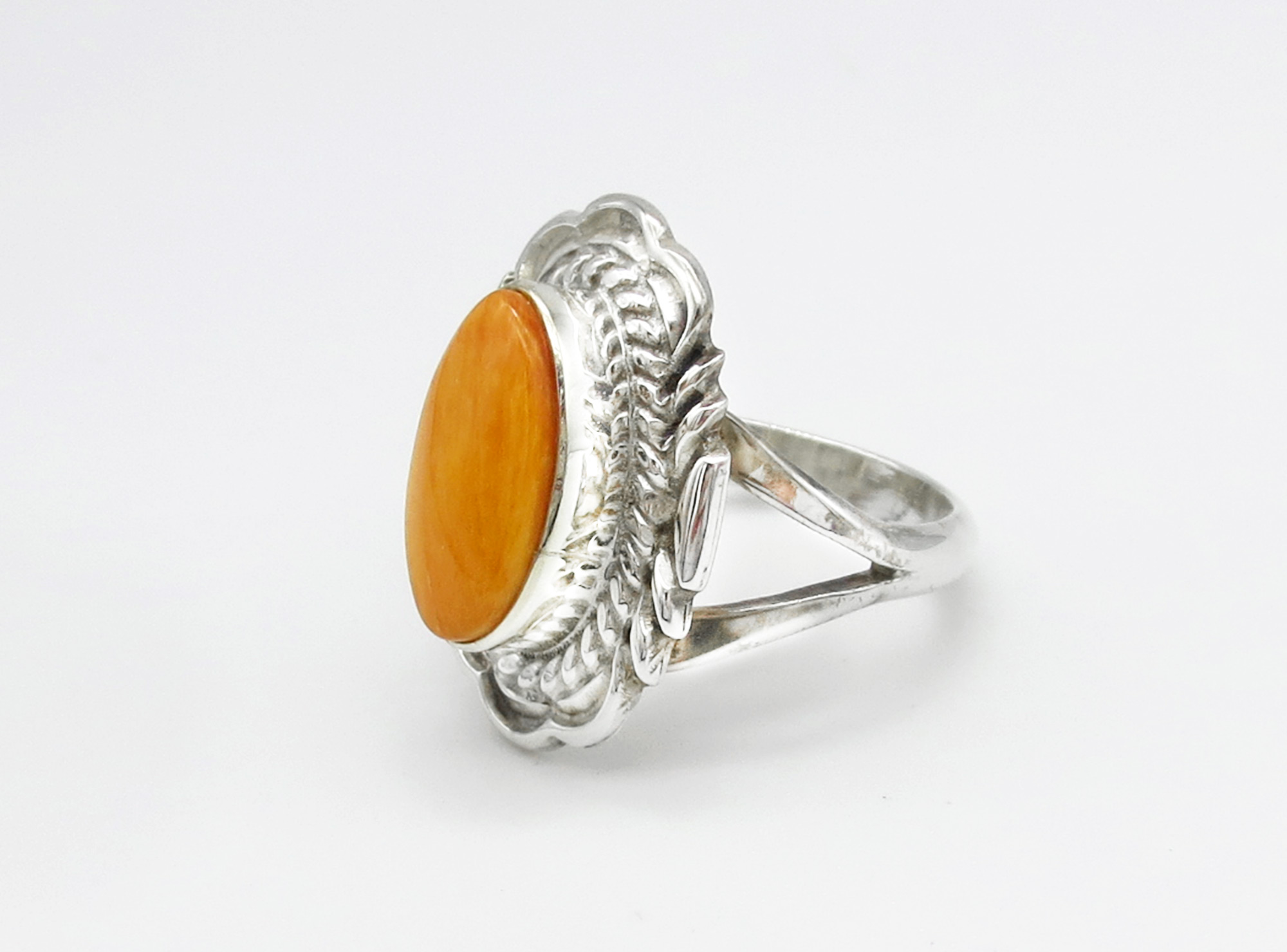 Image 1 of    Orange Spiny Oyster & Sterling Silver Ring Sz 7 Navajo Jewelry - 3946rio