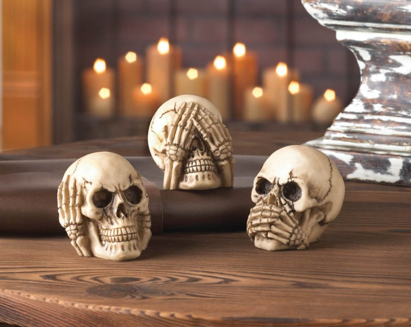 See no evil, hear no evil, speak no evil! This trio of polysresin skull figurines puts a rock-n-roll spin on that classic adage.