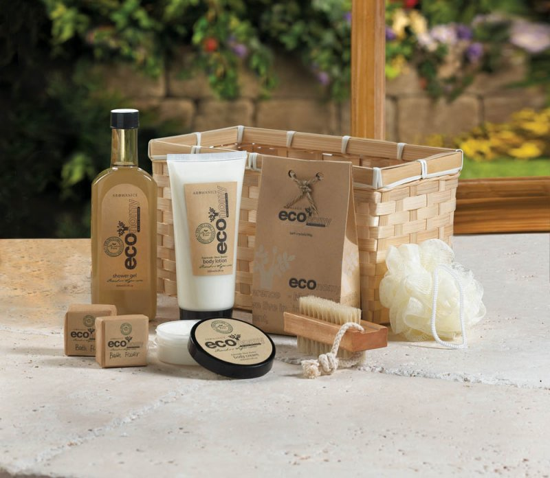 Image 1 of Deluxe Bath Gift Set in Bamboo Basket Lotion, Shower Gel, Fizzers, Puff