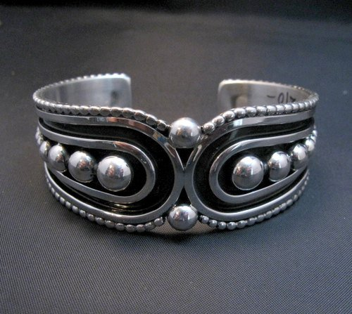 Image 5 of Contemporary Native American Navajo Oxidized Sterling Bracelet Johnathan Nez