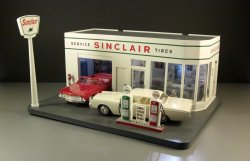 Complete Dealer Promo Diorama Lighted Sinclair Gas Station plus 2 Promos
