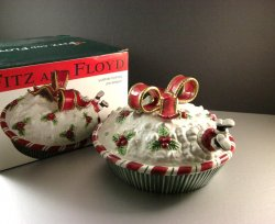 Fitz & Floyd Yuletide Holiday Pie Keeper Taker Covered Plate Santa Ribbon Bow