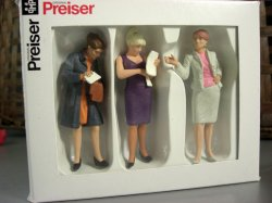 Preiser G Scale People Standing Women / 3 Standing Model Figures for your layout