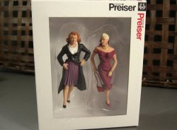 Preiser G Scale People Female Passers By / 2 Standing Model Figures for your lay