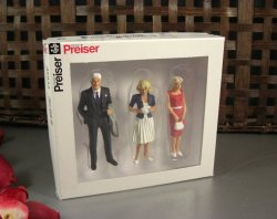 Preiser G Scale People Passers By / 3 Standing Model Figures for your layout