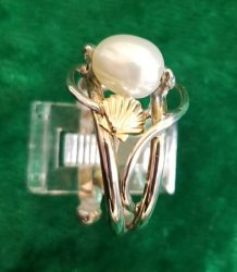 Pearl Ring with Shell Motif
