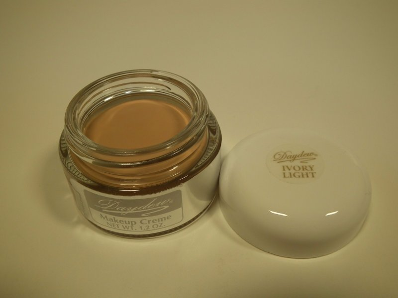 Daydew Makeup Ivory Light 1.2oz