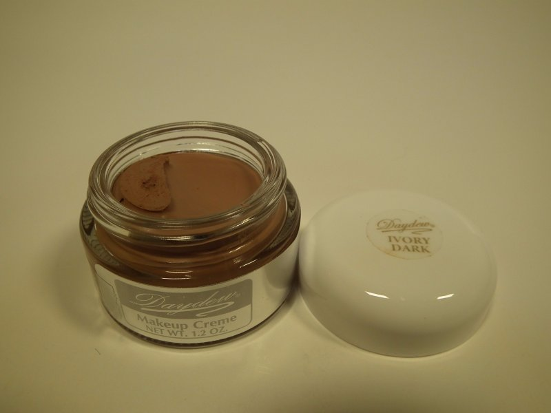 Daydew Makeup Ivory Dark 1.2oz
