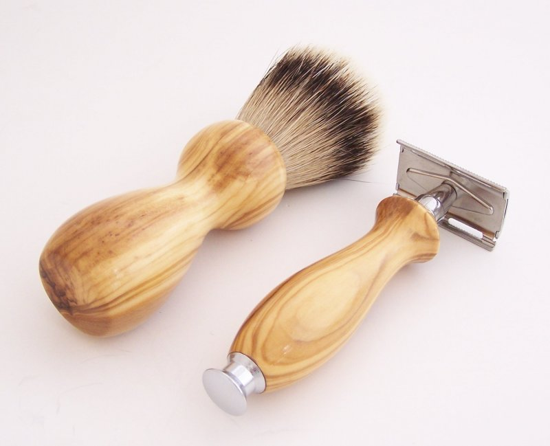 Image 2 of Olivewood 20mm Silvertip Brush, DE Safety Razor and Stand (Handmade) O2