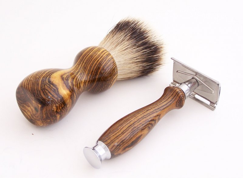 Image 2 of Bocote Wood 20mm Silvertip Brush, DE Safety Razor and Stand (Handmade) B1
