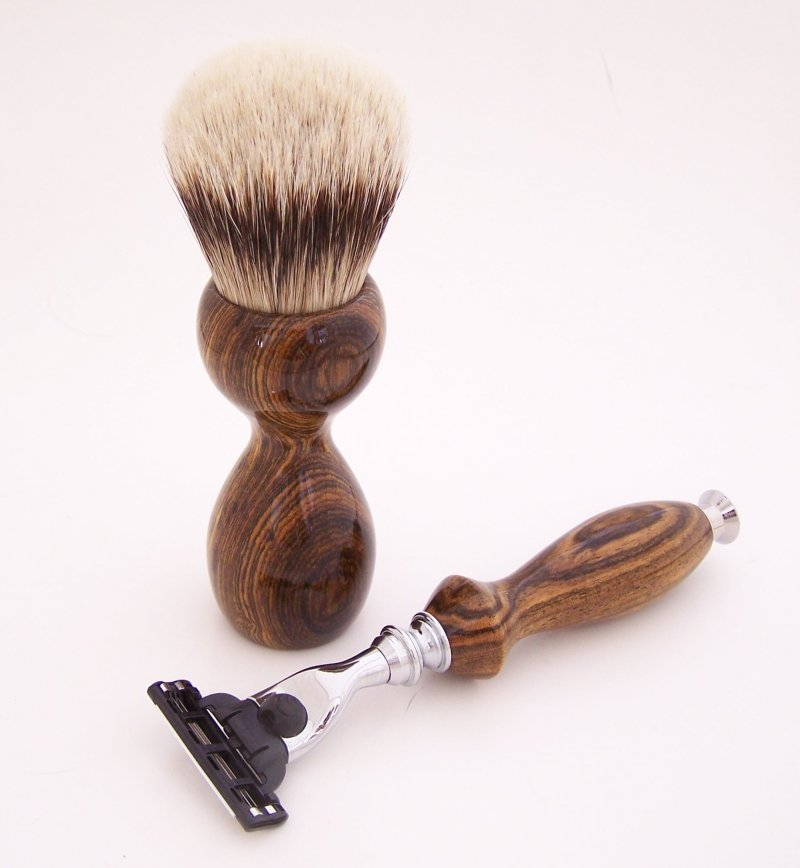 Image 3 of Shaving Set:  Bocote Wood 26mm Silvertip Brush, Mach 3 Razor & Stand (B1)