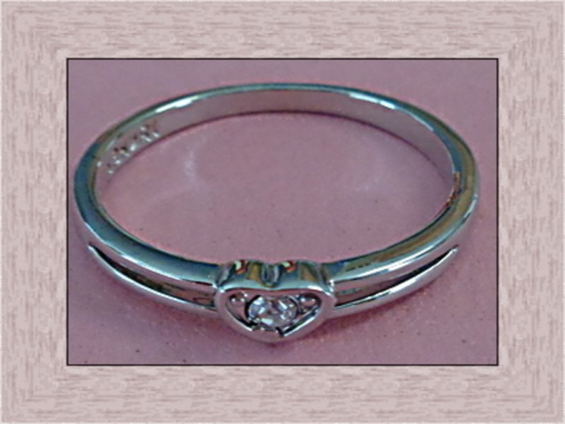 Image 0 of 18KRP Wedding / Engagement Design Ring With Heart Style & Clear Crystal Size 7