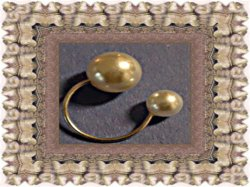 Silver Tone Ring With White Faux Pearls Size 4