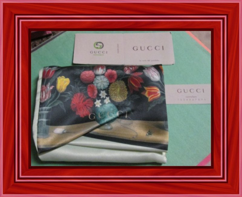 Image 3 of GUCCI 410120 Signature Leather Card Case