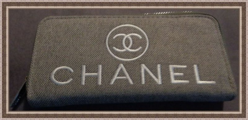 Image 0 of Gray & White Zippy Long Wallet For Women