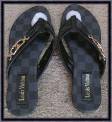 Black & Gray Checkered Flip Flops For Women Size 7