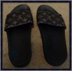 Black Sandals Size 9.5 Unisex