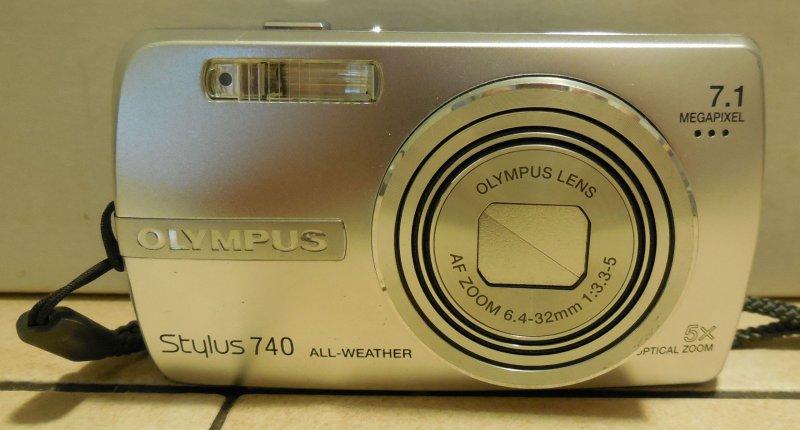 Image 1 of Olympus Stylus 740 7.1 MP Digital Camera