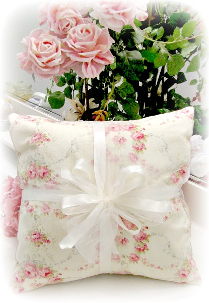 Image 0 of Everyday Romance Vintage Roses Pillow