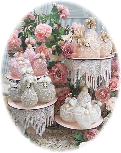 Image 1 of Romantic Victorian Signature Ornaments Set of 4pcs