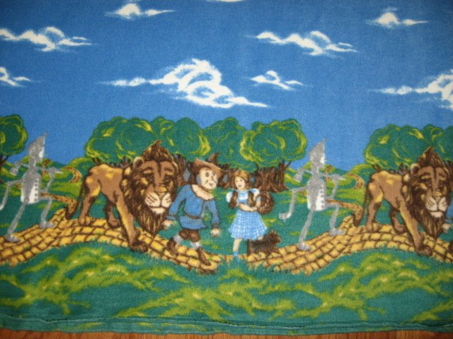 Image 1 of Wizard of Oz yellow brick road Toto fleeceblanket with licensed fleece 36