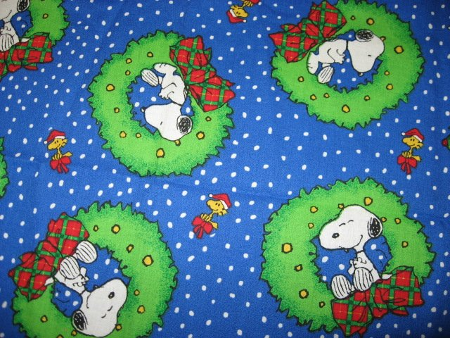 Snoopy Woodstock Christmas Wreath Bow Fabric Fat Quarter 1/4 yard