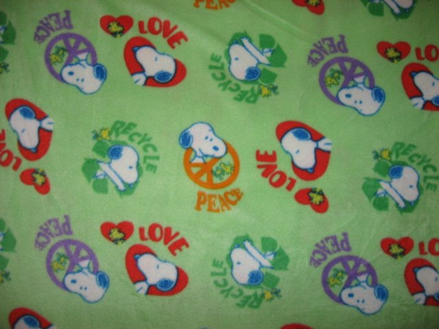 Peanuts Snoopy Dog Peace Love Recycle 45X59 Child Bed Size Fleece Blanket