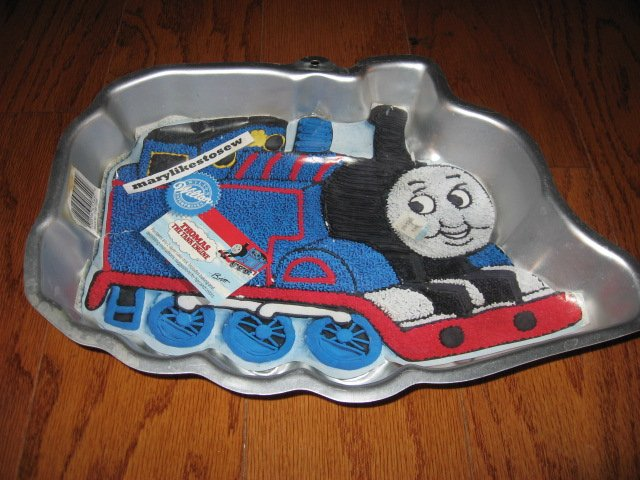 Thomas the Train cake pan for a two layer cake mix Rare