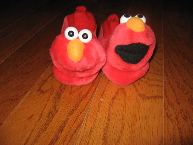 Image 0 of Elmo slippers Size L 9-10 toddler Child