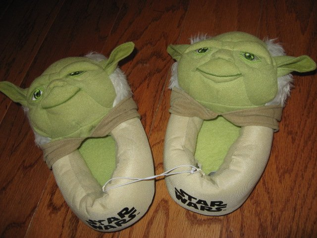 Star Wars Yoda slippers Size 4/5 Child size /