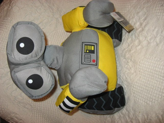 Disney Store Wall-E 13 high stuffed Plush Robot Pixar movie Brand new