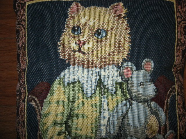 Image 1 of Cat and mouse tapestry pillow Font Leroy 10