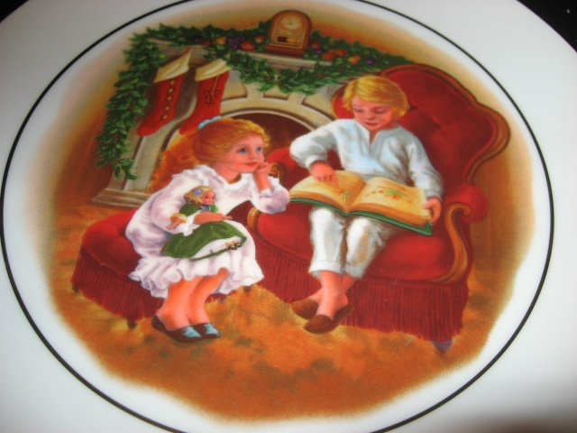 Image 1 of Beautiful Avon Christmas memories 1983 collector plate.