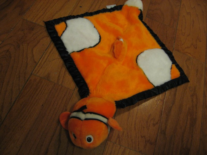 Nemo Lovey 14 Plush velvety soft Cuddley lovey satin binding clean new with tag