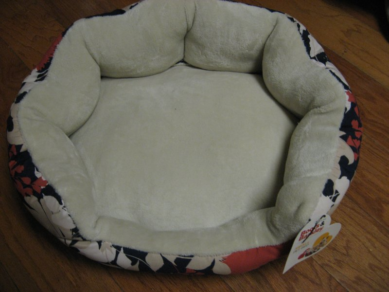 Boots & Barkley round floral design small pet bed Brand new 18