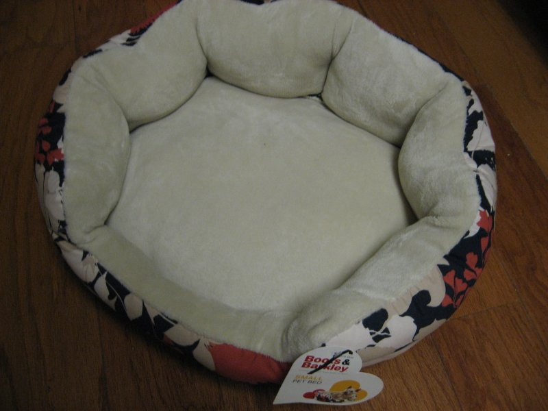 Image 1 of Boots & Barkley round floral design small pet bed Brand new 18