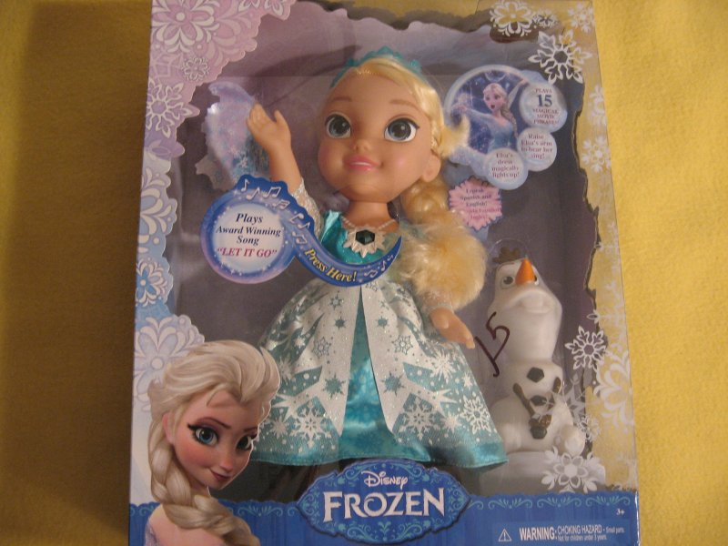 Snow Glow Elsa doll from Disney Frozen Brand new age 3 and up