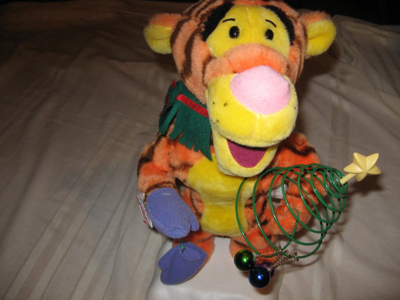 Tigger Disney Telco Motionette Xmas toy 16 tall gently used