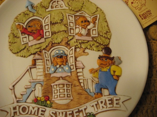 Image 1 of Berenstain Bears Home Sweet Tree collector plate New in box 1983