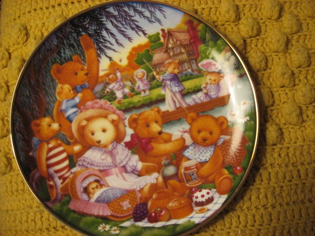 Image 3 of Franklin Mint Heirloom Teddy Bear Set of 4 different Porcelian Plates by Lawson