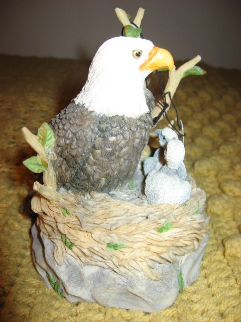Image 1 of Westland Wildlife Federation eagle Giordano Music Box 1998