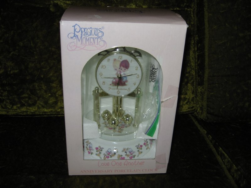 Anniversary Porcelain Clock Precious Moments Love one another