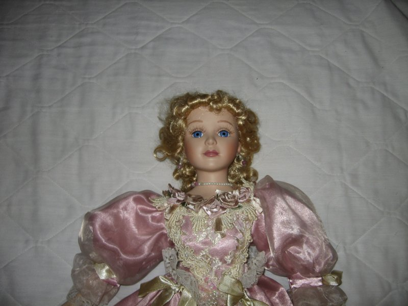 Image 5 of Ornate gorgeous Lady Nicolette porcelian House of Lloyd collector doll 2000 /