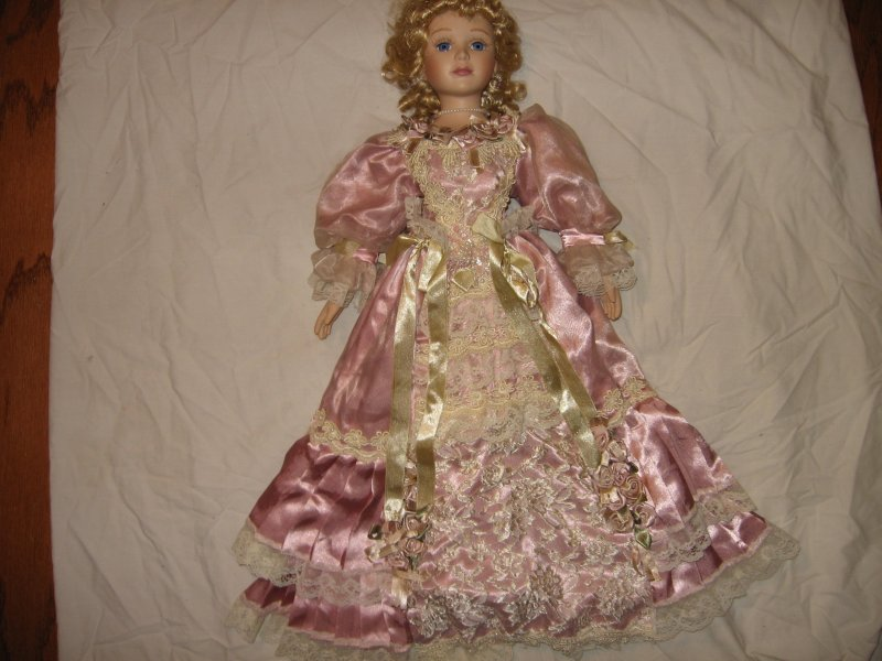 Image 3 of Ornate gorgeous Lady Nicolette porcelian House of Lloyd collector doll 2000 /