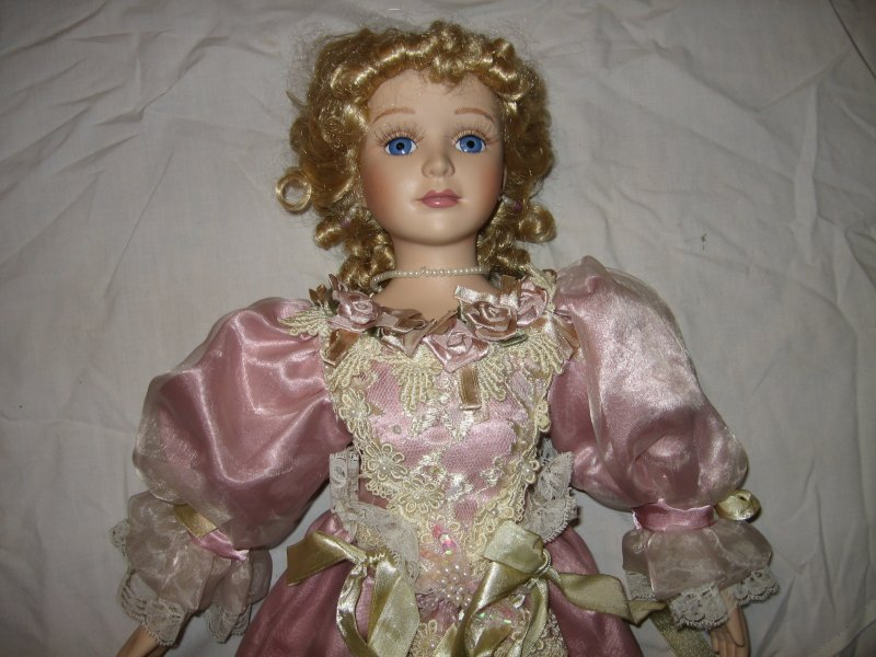 Ornate gorgeous Lady Nicolette porcelian House of Lloyd collector doll 2000 /