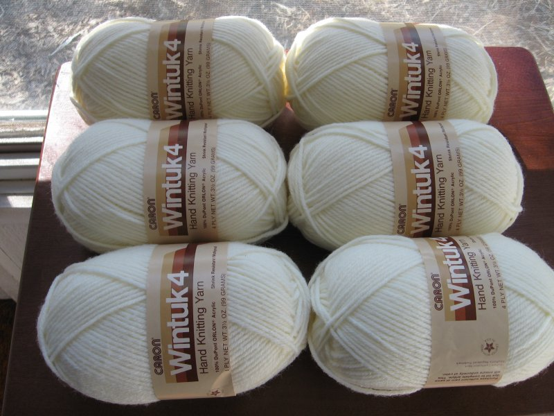 Caron Wintuck4 Six skeins Winter white Yarn new  very soft