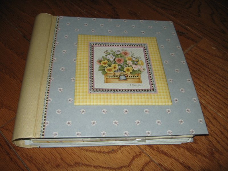 Image 0 of Debbie Mumm Greeting card organizer and address book spring bouquet collection