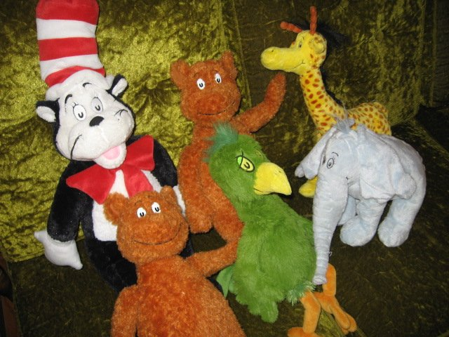 Dr Seuss stuffed animal family cat in the hat