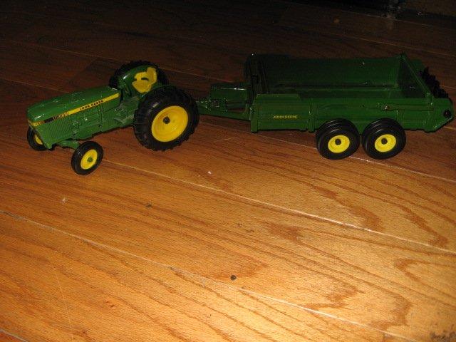 Image 2 of John Deere toy tractor manure spreader metal Ertl 3589H  /